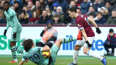 West Ham United's Declan Rice (right) and Arsenal's Matteo Guendouzi battle for the ball during the