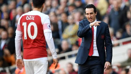 Arsenal manager Unai Emery speaks to Arsenal's Mesut Ozil during the Premier League match at the Emi