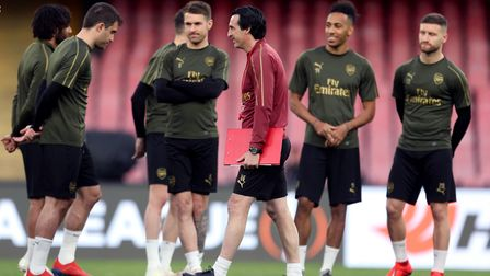 Arsenal manager Unai Emery speaks with his players during the training session at the San Paolo Stad