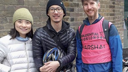 Electric bike fans Ching and Alex chat with Simon from Cycle Islington about his plans to ride a bam