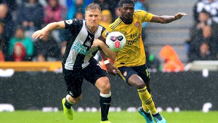 Arsenal's Ainsley Maitland-Niles (right) and Newcastle United's Matt Ritchie battle for the ball dur