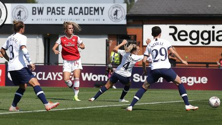Jill Roord of Arsenal scores the first goal for her team during Arsenal Women vs Tottenham Hotspur W