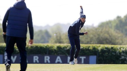 Steven Finn of Middlesex warms up (pic Nick Wood/TGS Photo)