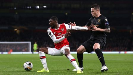 Arsenal's Ainsley Maitland-Niles (left) and Vitoria SC's Bruno Duarte (right) battle for the ball du