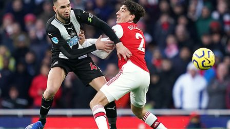 Newcastle United's Nabil Bentaleb (left) and Arsenal's Hector Bellerin battle for the ball during th