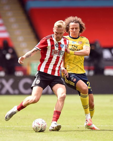 Arsenal's David Luiz (right) and Sheffield United's Oliver McBurnie battle for the ball