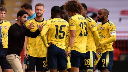 Arsenal manager Mikel Arteta speaks to his players during the first half drinks break during the FA
