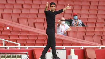 Arsenal manager Mikel Arteta on the touchline