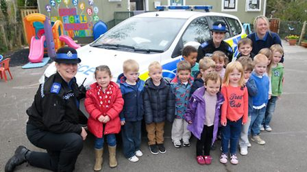 PCSO's Debbie Charman and Kylie Inker with children and Play Leader Sarah Mellon.