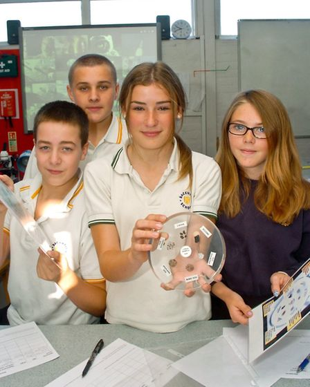 Backwell School, Lunar samples and meteorites science lession,