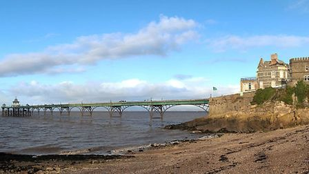 Clevedon beach and pier © NotFromUtrecht, Wikipedia
