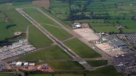 (Bristol airport aerial view by Tomcoll licensed under https://creativecommons.org/licenses/by-sa/3.