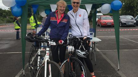 Anita with her friend before last year's Wedmore 40:30.