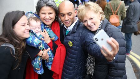 Independent Group MPs Chuka Umunna and Anna Soubry have a selfie taken with Tracey Ullman as they jo