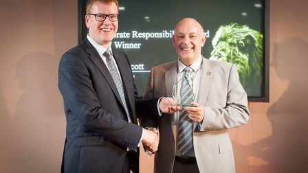 Andrew Scott receives his award from IOD director general Stephen Martin.