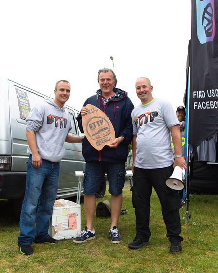 Paul McNeil receives the best in show award for his VW Splitscreen Camper. Picture: Will.T.Photograp