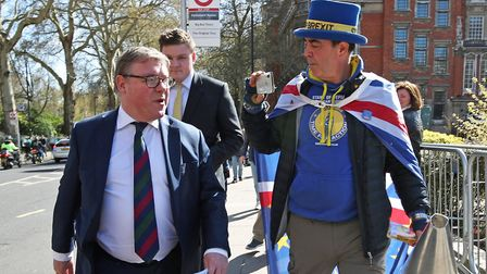 Mark Francois issued a bizarre challenge to anti-Brexit campaigner Steve Bray on his way to support