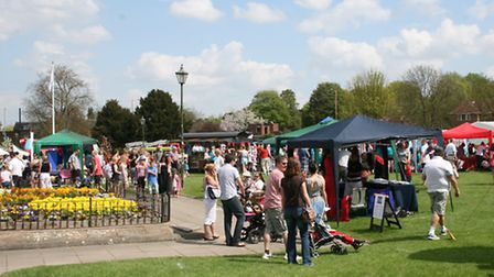 Crowds at the Royston May Fayre