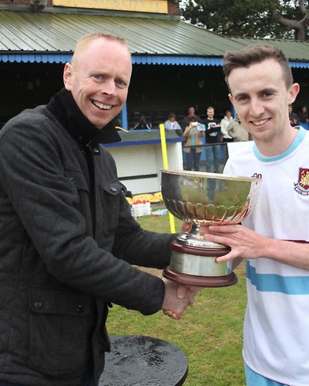 Breakspear's skipper Sam Mardle receives the Junior cup from Tony Doyle.