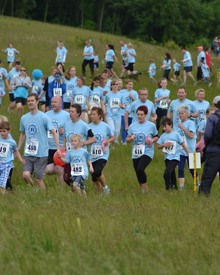 Runners take part in Royston in Blue