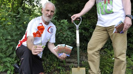 Rememberance Poppies to be planted for 100 year Anniversary, (l-r) Stan Kaye and Addison Arms landlo