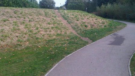 The worn down flood defences in St Neots that will be repaired over eight months.