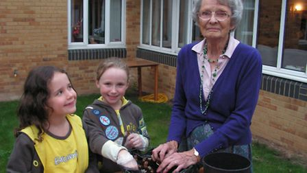 The 1st Harpenden Brownies helped plant bulbs at Willow Court Care Home in Harpenden