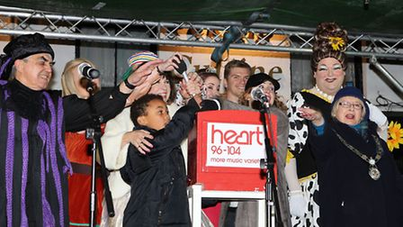 The cast of the panto, Owen Farrell and Mayor Rosemary Farmer prepare to turn on the christmas light