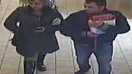 Police want to trace these people with a distraction theft