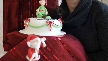 Heather keen, from keenforcakes, in Brampton, with competition prize cake
