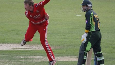 Rob Sayer bowling for England under-19s against Pakistan.