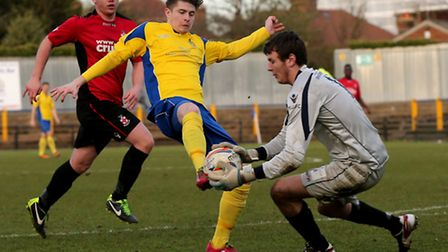 Bradley Catlow gets to the ball just before Elliot Bailey. Picture: Leigh Page