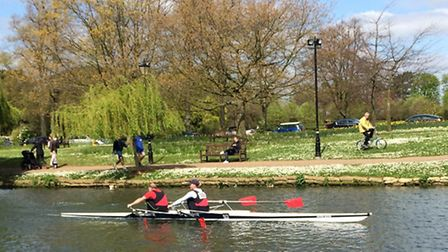 Paul Ashmore and Rebecca Williams rowing to victory at the Bedford Small Boats Head of the River rac