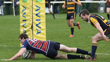 Holmes touches down under the posts