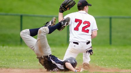 Herts Falcons and London Mets both picked up a win in their Opening Day clash. Picture: Richard Lee