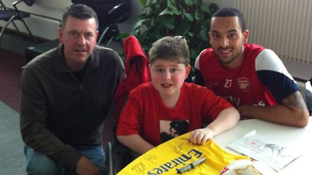 Tom Mayer, dad, Dean, and Arsenal star Theo Walcott. Picture: SCF