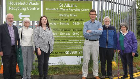 Cllr Geoff Churchard, Local residents Joyce Lusby & Liz Needham, Cllr Sandy Walkington and residents