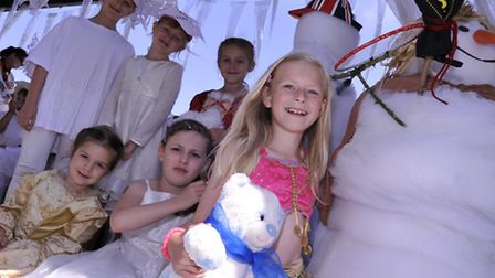 St Ives Carnival, Gateway Beavers and Cubs, with their snowmen.