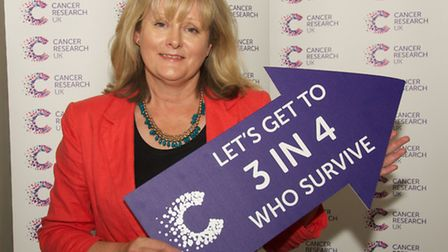 St Albans MP Anne Main visits Cancer Research scientists