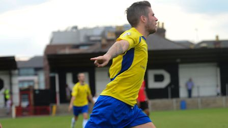 Lee Chappell separates the winning goal. Picture: Bob Walkley