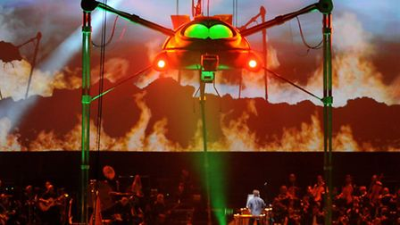 Production Still from 2010-2011 The War Of The Worlds TourPhotograph By : Roy Smiljanic