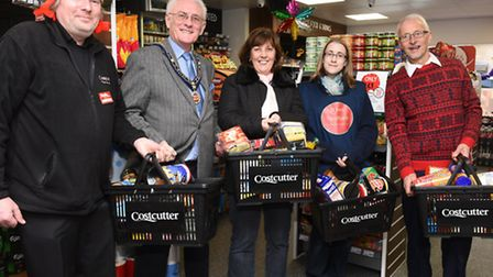 Brian Anderson, Costcutters owner, Mayor Brian Luter, Cllr Debbie Townsend, Hannah Polehonski of St