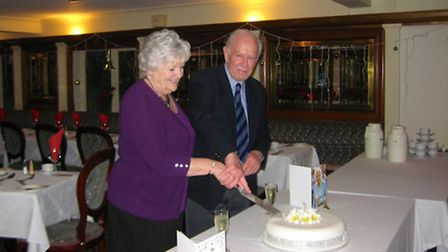 Wyn and Ken cut the cake to celebrate 60 years of marriage
