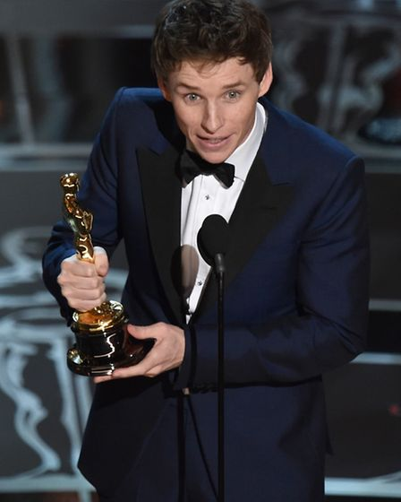 Eddie Redmayne accepts the award for best actor in a leading role for ìn The Theory of Everything at