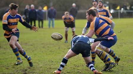 St Albans pass the ball to avoid a tackle