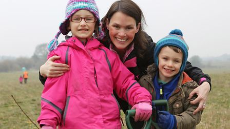 Emily, 7, mum Sarah and Luke Duncan, 4 help plant trees in Heartwood forest with Harpenden free scho