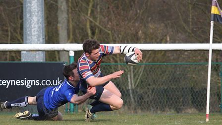 Jimmy Speirs heads for the corner to score the second try