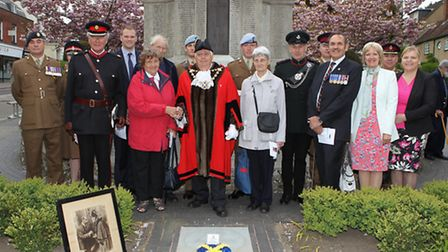 The family of WWI hero Private Warner are joined at the war memorial by mayor of St Albans cllr Geof