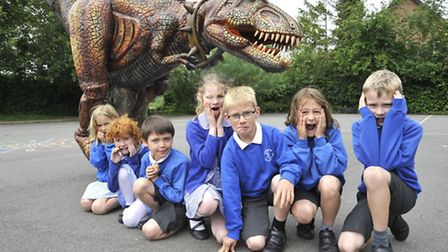 Dinosaur workshop at Barnabus Oley School, in Great Gransden. Mechanical T-Rex with Year 2 and 3 pup