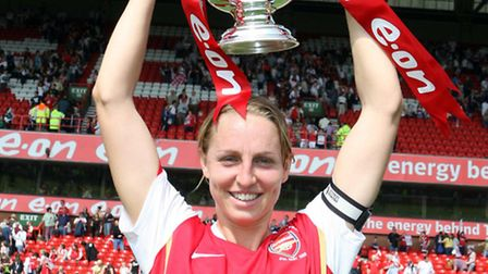 Faye White (Arsenal) with the FA Cup Trophy. Arsenal Ladies 4:1 Leeds United LFC. The FA Womens Cup